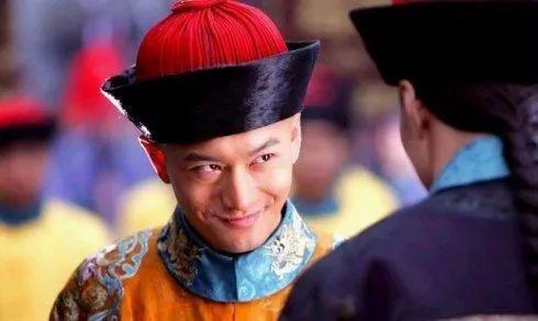 """·2008年黄晓明饰演的韦小双十一进口烟抵用券,星力十代被称为""""史上最油腻""""的一版。但估量黄教主也没想到,自己还有翻身的一天。"""