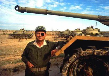 """被称为""""独眼将军""""的以色列国防部长摩西·达扬。"""
