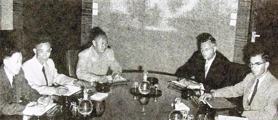 △1955年8月,中美大使级座谈在日内瓦举走。周总理指使中方代外王炳南大使以此信为按照,与美方进走交涉和搏斗,1955年8月4日,美国司法部终极签定批准钱学森离美的知照。