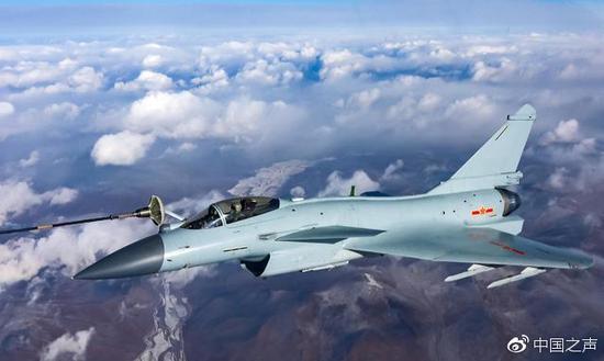 歼10-B亮相 专家:美俄后中国第三个掌握矢量技术