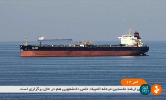 遇袭油轮(图源:伊朗国家电视台)