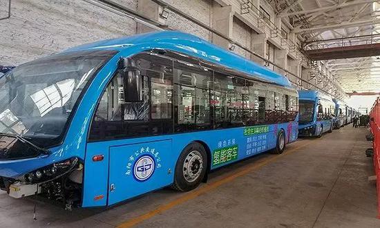 南阳公交部门采购的庞青年的企业生产的氢能源车。摄影:翟星理