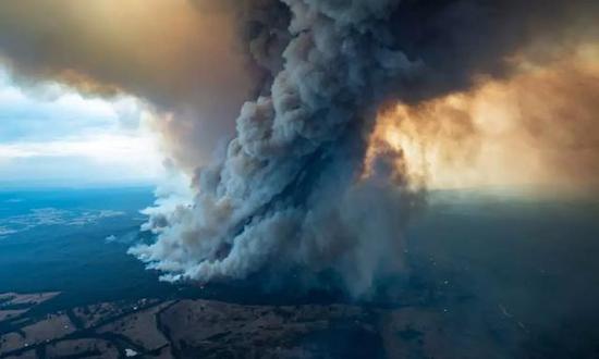 ▲東吉普斯蘭山火使當地數萬人撤離圖/Dale Appleton