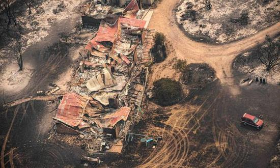 ▲東吉普斯蘭州被山火摧毀的房屋圖/Reuters