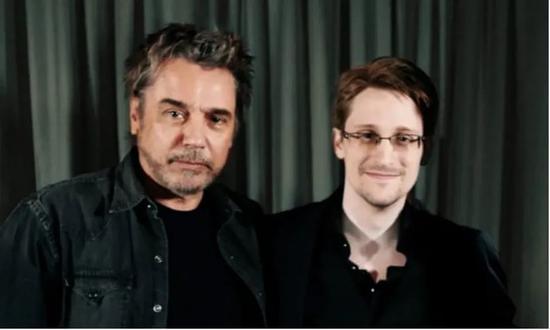 ·斯诺登(右)与雅尔