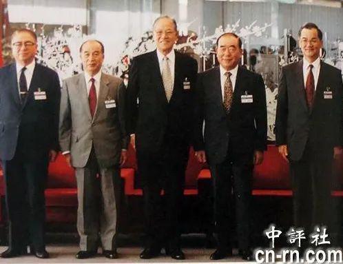 时任国民党主席的李登辉,和连战等副主席的合照