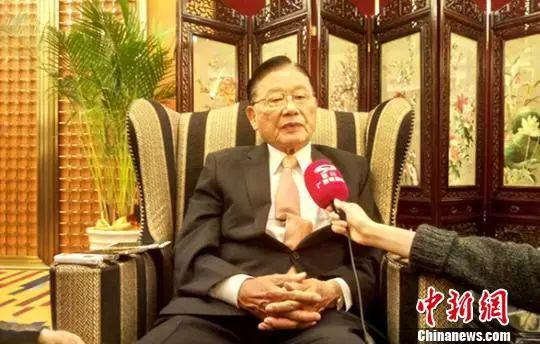 原料图:江丙坤在成都批准采访。王鹏 摄