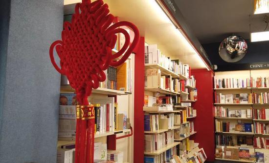 巴黎凤凰书店内。新华社记者杨志刚摄