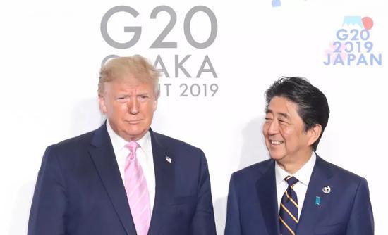 6月28日,特朗普在G20峰会开幕式前与安倍举行会面。