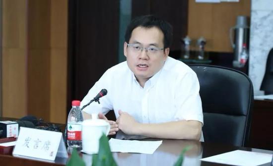 对外经济贸易大学国际经济贸易学院院长 洪俊杰 国是直通车 李颖 摄