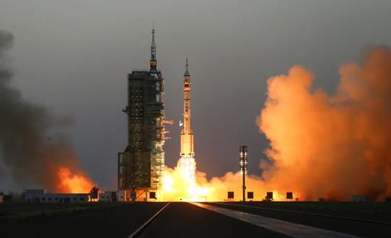 △2016年10月17日,神舟十一号载人飞船发射成功。