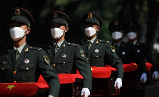 9月2日,志愿军烈士的遗骸抵达沈阳抗美援朝烈士陵园。新华社记者 姚剑锋 摄