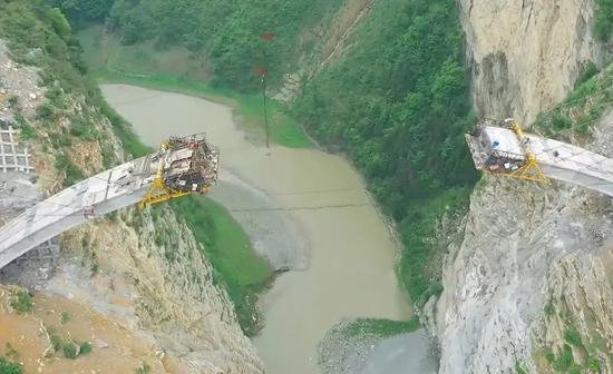 这两座中国大桥横空出世 外国网友看得热血沸腾