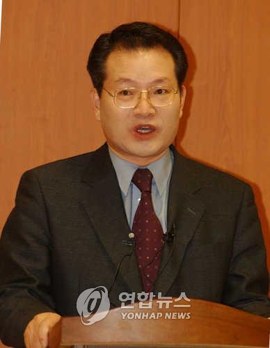 韩国东北亚历史财团前秘书长石东演(韩联社)