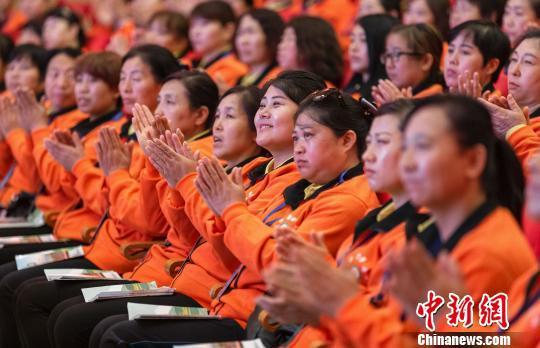 根据规划,2015到2020年间,吕梁将完成6万名护工护理人员培训。 冯帅 摄