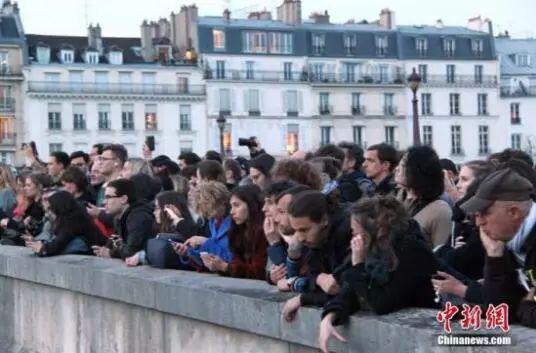 媒体:巴黎圣母院失火叫好和火烧圆明园者有何区别