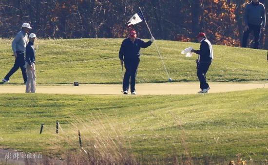 以前两个周末,特朗普都前去弗吉尼亚州自家的高尔夫球俱乐部 图源:澎湃影像平台