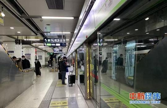 北京市机场火车站对武汉来京旅客测温