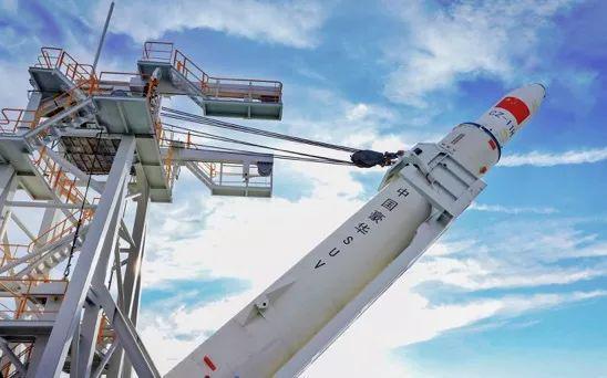 CZ-11 WEY号火箭中国首次海上发射起竖演练