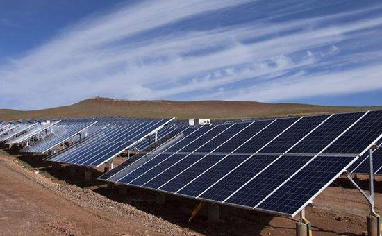 中国生产的太阳能光伏板。(图片来源:新华网)