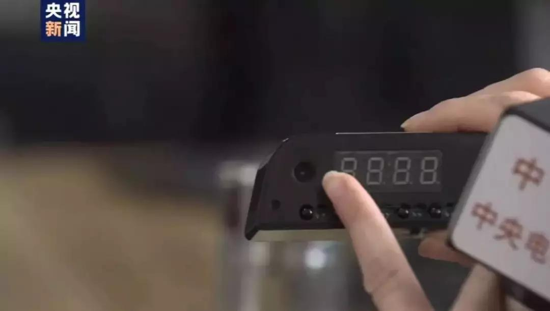 △装在时钟里的针孔摄像头