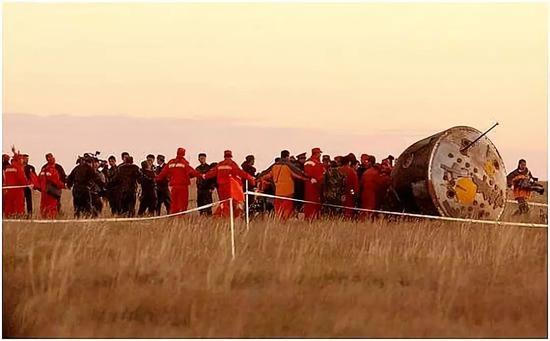 △2003年10月16日6时23分,神舟五号载人飞船成功着陆