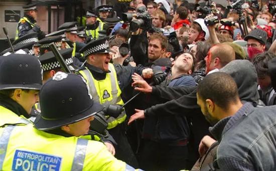 倫敦G20騷亂衝突現場。