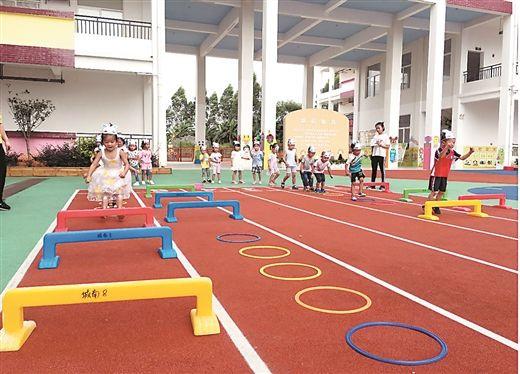 来宾市城南幼儿园户外塑胶活动场。