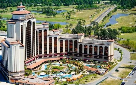 病毒出现在查尔斯湖市一家名为L'Auberge的赌场