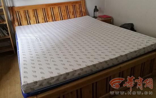 杨先生购买的床垫,在等待旅行社工作人员退款退货