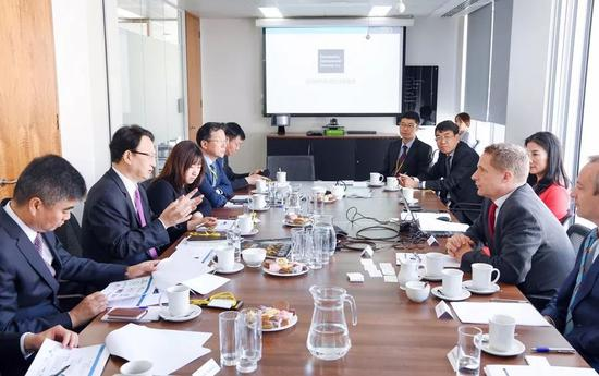 △景俊海与欧洲货币集团总裁欧杰涵在伦敦举行会谈