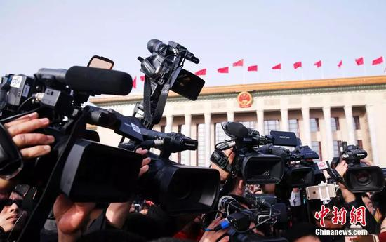 资料图:图为媒体采访。中新社记者 汤彦俊 摄