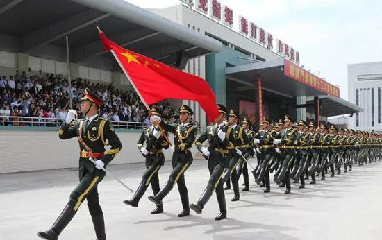 2017年4月,驻澳部队举走第十三次军营盛开运动。