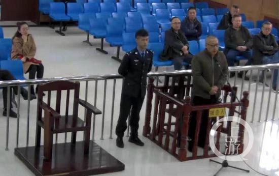 ▲杨涛贪污、受贿、行贿一案庭审现场。