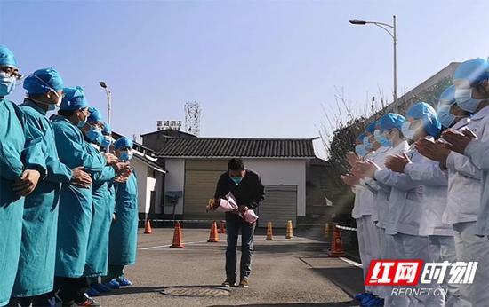 伊朗赞詹省发生大巴车翻车事故造成至少9人死亡