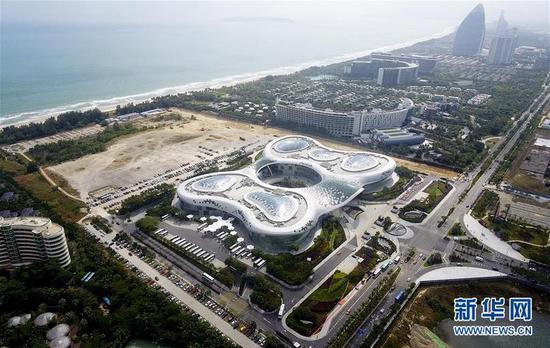 这是位于三亚市海棠湾的三亚国际免税城(2018年12月1日无人机拍摄)。新华社记者杨冠宇摄