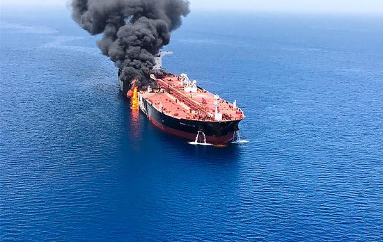 阿曼湾一艘油轮爆炸(资料图)