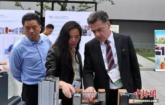 2018年9月19日,由雄安新区主办的的首个大型国际论坛——2018雄安新区超低能耗建筑国际论坛开幕。中新社记者韩冰摄