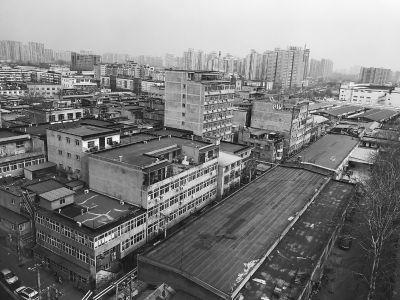 几十栋自建楼紧密相连。