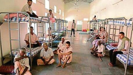 在海得拉巴警察下达了禁止乞讨的命令后,乞丐们被转移到了一个临时的康复中心