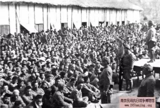 在上元门日军第六十五联队俘虏的中国士兵