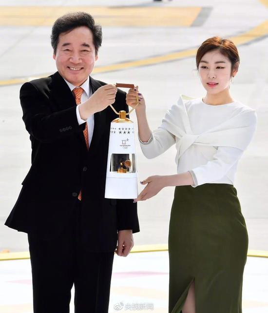 奥运大使金妍儿手持火种