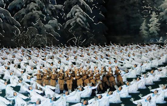 ▲2012年7月31日,朝鲜大型团体操表演《阿里郎》在平壤举行总彩排。新华社记者杜白羽摄