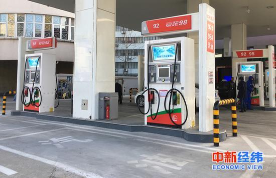 加油站 中新经纬 吴首龙 摄