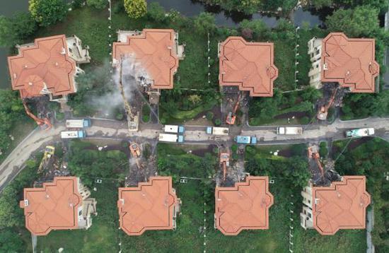 西安长安区加速拆除秦岭北麓违建别墅。 新华社 图