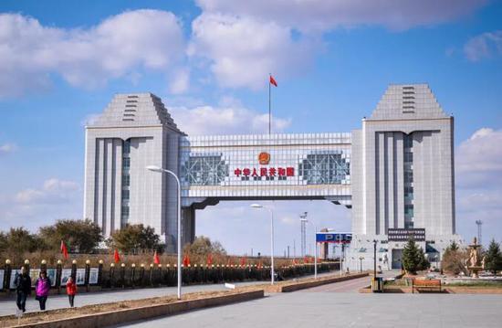 满洲里中俄边境国门图片来源:摄图网