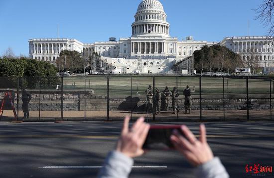 """美媒揭秘:为何美副总统会最后时刻""""反叛""""特朗普?  第2张"""
