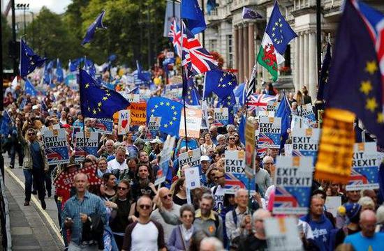 """英国民众参加""""反脱欧""""游行。(图源:路透社)"""