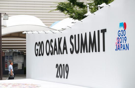 这是2019年6月27日在日本大坂拍摄的G20大坂峰会新闻中心入口处的标志。新华社记者 王婧嫱 摄