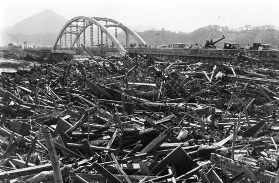 """1958年""""狩野川""""台风过境后的日本伊豆地区(时事通讯社)"""